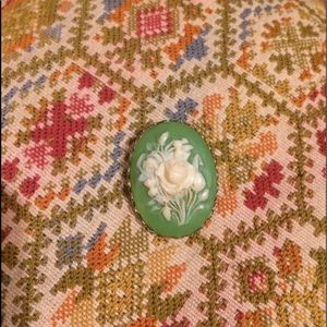 🦋2/$10 3/$15 4/$18 5/$20 Vintage Cameo Style Pin